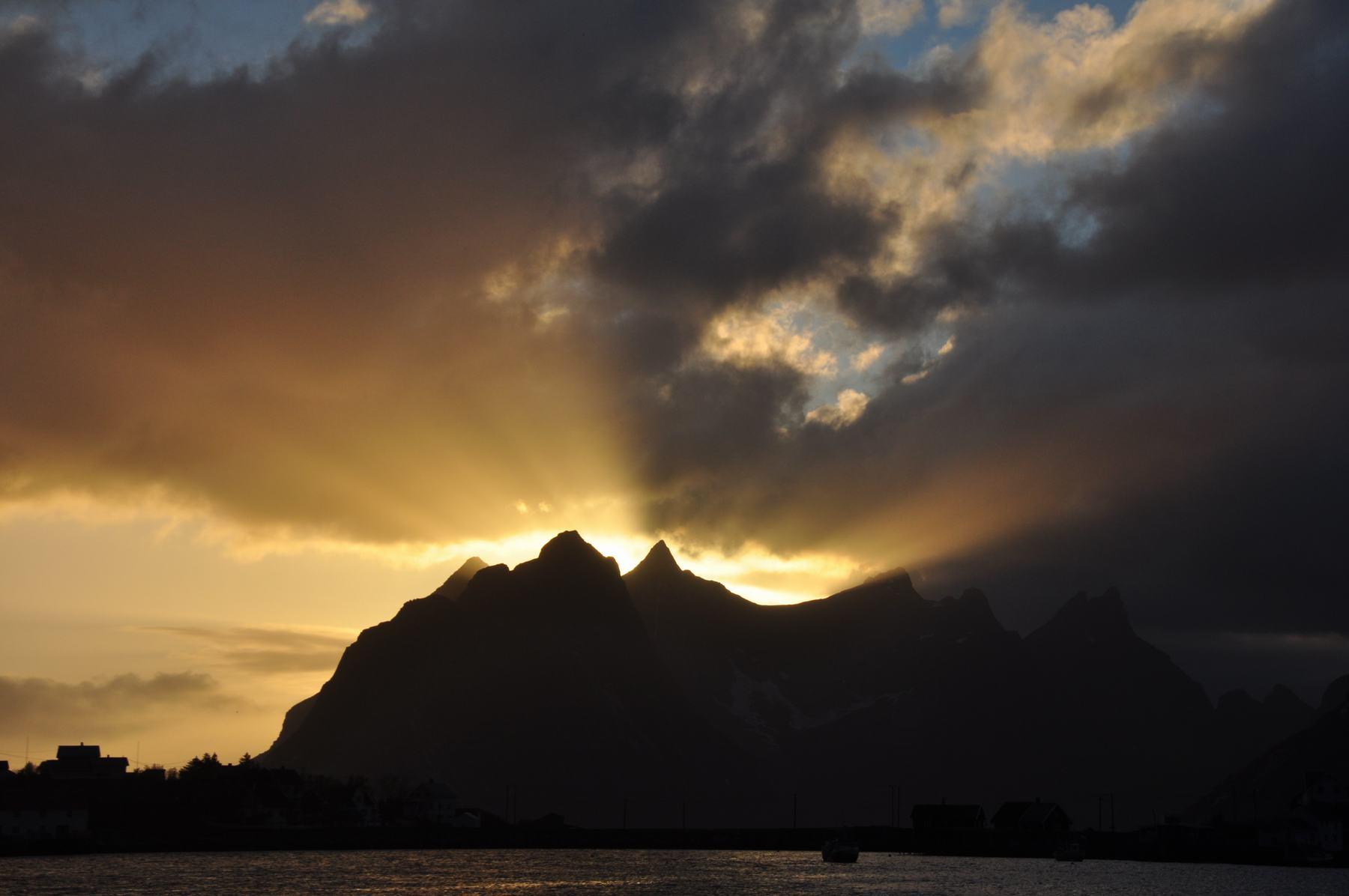 Sonnenuntergang Reine Lofotes