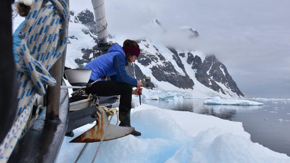 ijs bikken van ijsberg antarctica